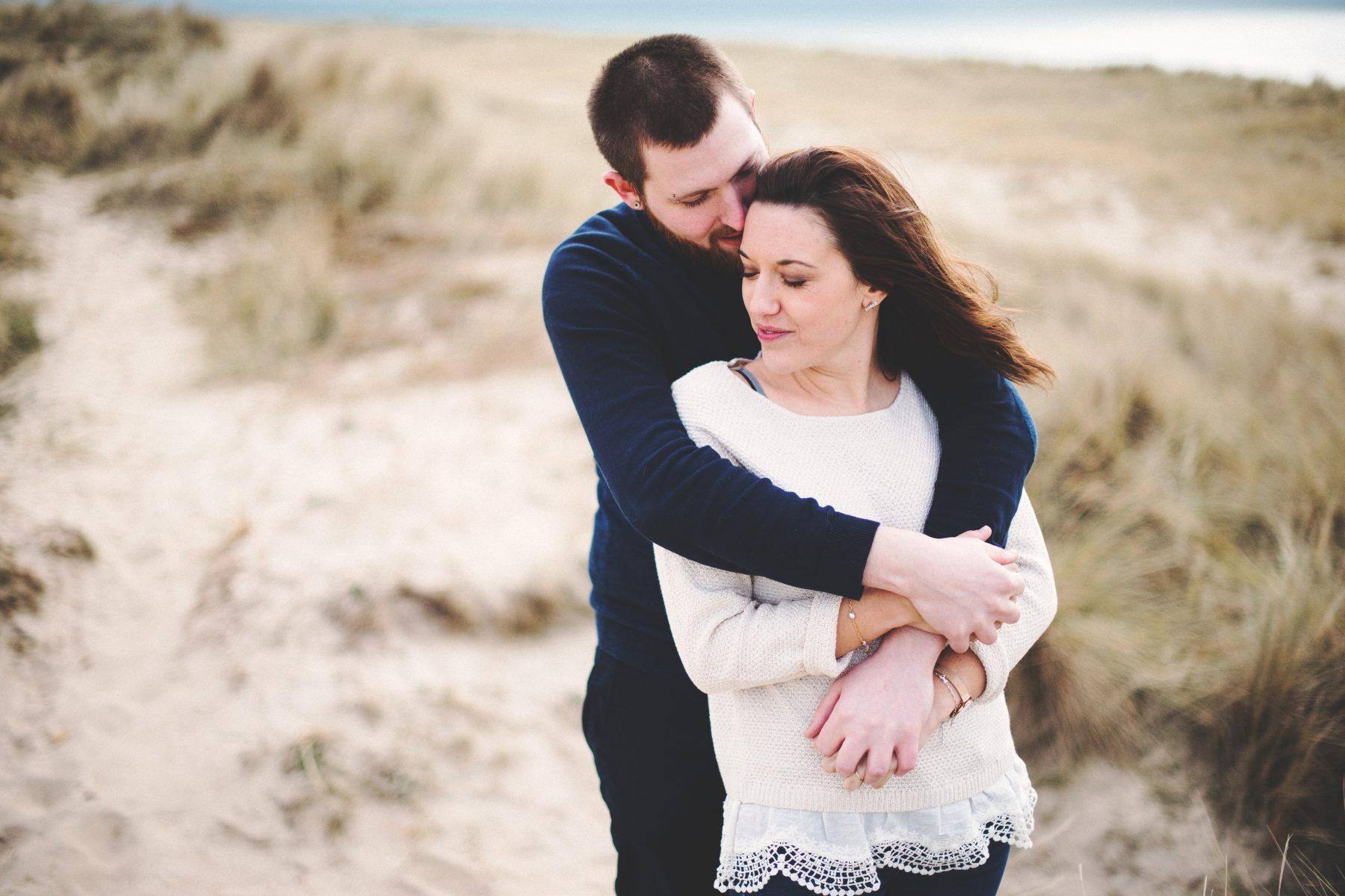Séance engagement à la plage en Normandie - Julie et Florian
